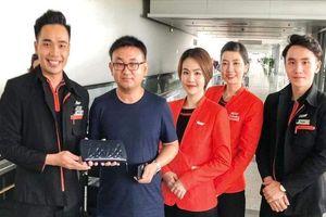Tiếp viên hàng không trả 125 triệu đồng bỏ quên cho khách nước ngoài