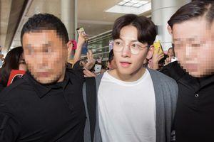 Fan Việt vây kín sân bay đón tài tử Ji Chang Wook