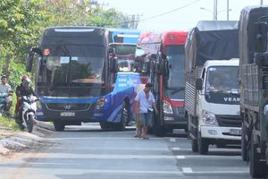 Vĩnh Long: Phà 200 tấn bị hư, bến phà Đình Khao kẹt cứng
