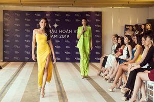 Hoàng Thùy tự hào về màn thể hiện của em gái ở Hoa hậu Hoàn vũ Việt Nam 2019
