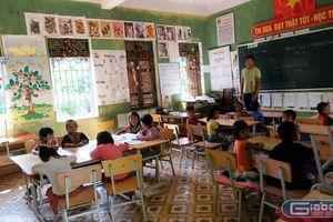 Thầy giáo người Mông chọn nghề dạy chữ để dân tộc mình thay đổi tốt hơn