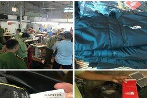 Bí mật bên trong lò sản xuất áo hàng hiệu nhái The North Face