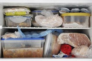 Tủ lạnh trở thành 'ổ vi khuẩn' nếu mẹ vẫn giữ thói quen trữ đồ ăn sai cách này