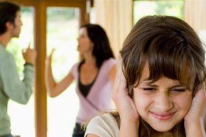 Những hệ lụy khi con 'tắm mình' trong xung đột của cha mẹ