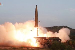 Triều Tiên phóng tên lửa bay xa 330km, Hàn Quốc rối bời