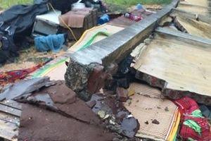 Sập tường sau cơn mưa lớn, 3 thợ xây tử vong