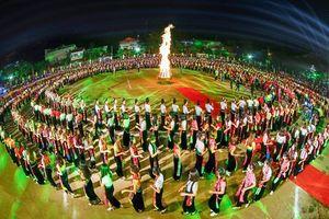 5.000 người múa xòe Thái, xác nhận kỷ lục Guiness thế giới