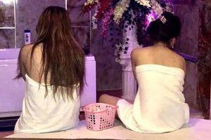 7 cô gái khỏa thân kích dục cho khách trong các 'động' massage trá hình ở Sài Gòn