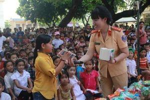 Chia sẻ yêu thương cho gần 1.000 trẻ em khó khăn ở Ba Vì