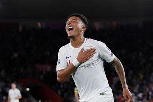 Sterling lập hat-trick kiến tạo trong trận thắng của tuyển Anh