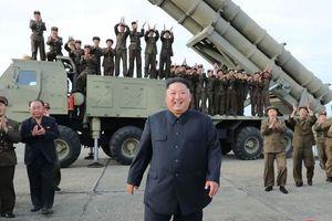 Ông Kim Jong Un chỉ đạo thử 'bệ phóng đa tên lửa siêu to'