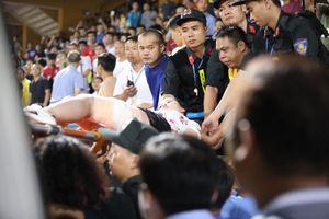 CĐV nữ bị bỏng nặng vào tận xương vì trúng pháo sáng