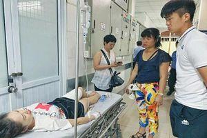 Trận Hà Nội FC và Nam Định: CĐV nữ nhập viện cấp cứu vì pháo sáng