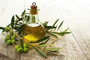 Cách sử dụng dầu olive dành cho bạn gái muốn có làn da rám nắng