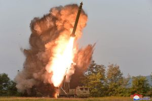Chủ tịch Kim Jong-un giám sát phóng thử tên lửa đa nòng siêu lớn