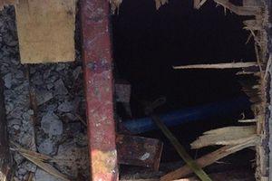 Tháo dỡ cốp pha dưới bể phốt, 3 công nhân tử vong nghi do ngạt khí