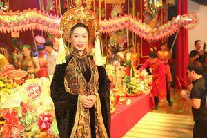 Trịnh Kim Chi cúng Tổ nghề hoành tráng tại sân khấu riêng