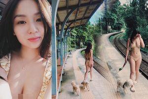Ca sĩ gây tranh cãi vì mặc bikini bé xíu dắt chó đi dạo ở nhà ga xe lửa