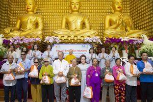 Tập đoàn TLM trao tặng 800 phần quà cho người khiếm thị