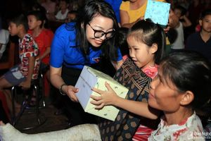 'Trung thu chia sẻ yêu thương' cho trẻ em nghèo thị xã Thái Hòa