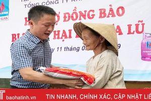 Nhiều phần quà ý nghĩa đến với người dân vùng lũ Hà Tĩnh