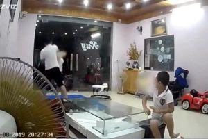 Vụ nhân viên kho bạc Nhà nước tát vợ túi bụi trước mặt 2 con nhỏ: 'Chị Hương đã được đưa đi giám định và bị thủng màng nhĩ'