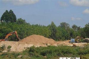 Nghệ An: Bắt giữ 6 thuyền khai thác cát trái phép trên sông Lam