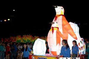 Đèn lồng rực sáng trong lễ hội rước đèn Trung thu lớn nhất Việt Nam
