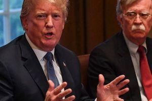 Thượng nghị sĩ Mỹ: Trump chỉ muốn những người cúi đầu vâng dạ