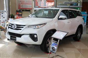 Doanh số bán Toyota Fortuner giảm mạnh, nguy cơ mất ngôi vương