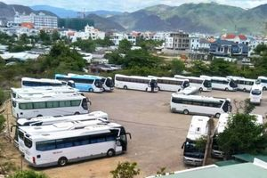 Nha Trang: Dân kêu than vì bãi đỗ xe du lịch tràn lan