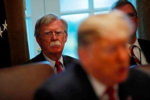 Trong đêm, Cố vấn anh ninh quốc gia John Bolton bị ông Trump sa thải