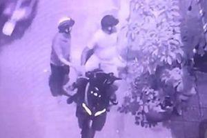 Trộm vào nhà 'khiêng' bức tượng trầm hương 200 triệu