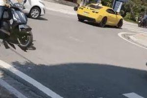 CSGT Quảng Ninh dùng súng AK chọc vỡ kính siêu xe Camaro có biển số cực độc