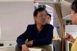 Vụ tổng giám đốc sàm sỡ khách trên máy bay: Một nhân viên an ninh sân bay bị phạt