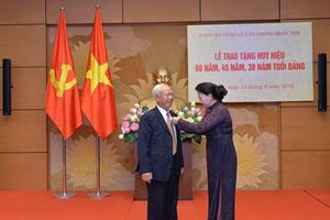 Đảng bộ cơ quan Văn phòng Quốc hội tổ chức Lễ trao tặng Huy hiệu 60 năm, 45 năm, 30 năm tuổi Đảng