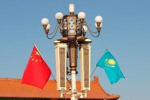 Tổng thống Kazakhstan thăm Trung Quốc: Mật ngọt chết ruồi