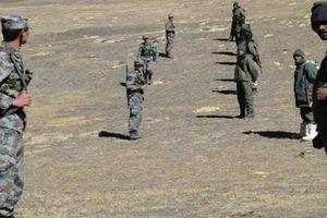 Lính Ấn Độ - Trung Quốc đối đầu ở giới tuyến