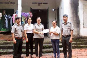 Cục Thi hành án dân sự tỉnh Vĩnh Phúc thăm, tặng quà gia đình chính sách