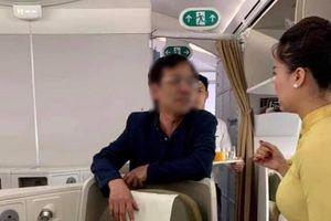 Phạt nhân viên an ninh vụ doanh nhân sờ soạng nữ hành khách trên máy bay