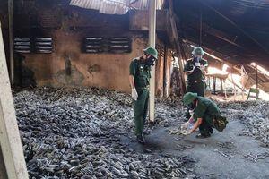 Bộ đội hóa học tẩy độc khu vực cháy kho Rạng Đông