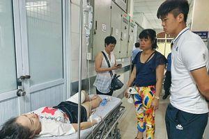 Cầu thủ Đỗ Duy Mạnh tức tốc đến bệnh viện thăm nữ CĐV bị bắn pháo sáng