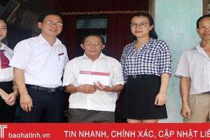 Agribank Thành Sen hỗ trợ 11 triệu đồng cho địa chỉ tình thương trên Báo Hà Tĩnh