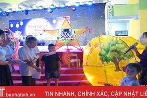 Cùng các em nhỏ Mầm non Trung Kiên làm đèn trung thu truyền thống