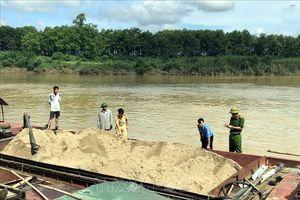 'Sa tặc' tiếp tục hoành hành trên sông Lam