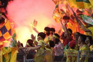 Sau sự việc ném pháo trên sân Hàng Đẫy: Một số CĐV đang thể hiện tình yêu bóng đá bằng sự bất mãn thiếu kiểm soát