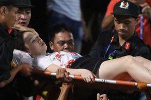 Nữ cổ động viên bị thương do pháo sáng phải nằm viện dài ngày, chờ ghép da