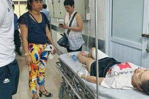Người bắn pháo sáng khiến nữ CĐV bị thương trên sân bị xử lý tội gì?