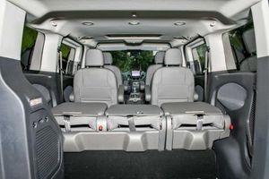 Ra mắt Ford MPV Tourneo gồm 2 phiên bản, giá từ 999 triệu đồng
