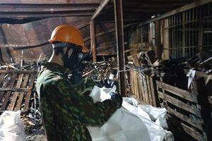 Tẩy độc tại Công ty Rạng Đông: Rùng mình hình ảnh trong nhà kho bị cháy